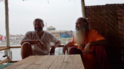 Հորոսկոպի մասնագետ Օլեգը(տես «Մաքրման տարի ծովի ու լուսնի հետ» ) և Վեդ Սամվելը, ում սիրելի է Սաի Բաբայի ուսմունքը
